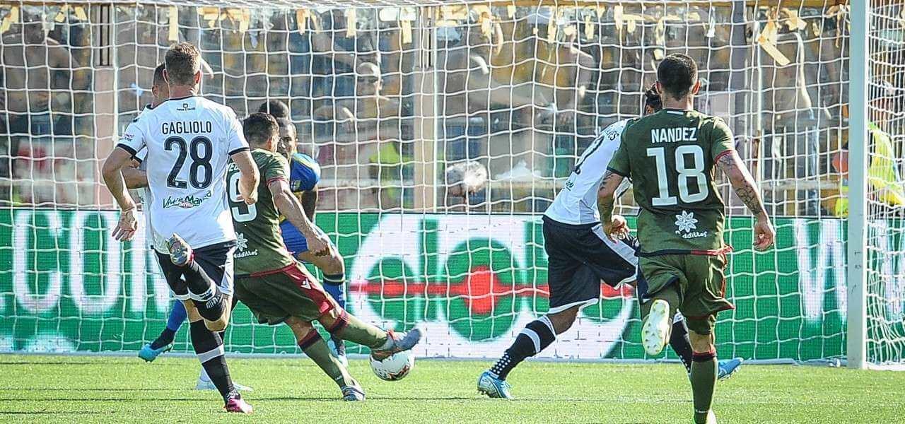 Simeone gol Parma Cagliari lapresse 2019