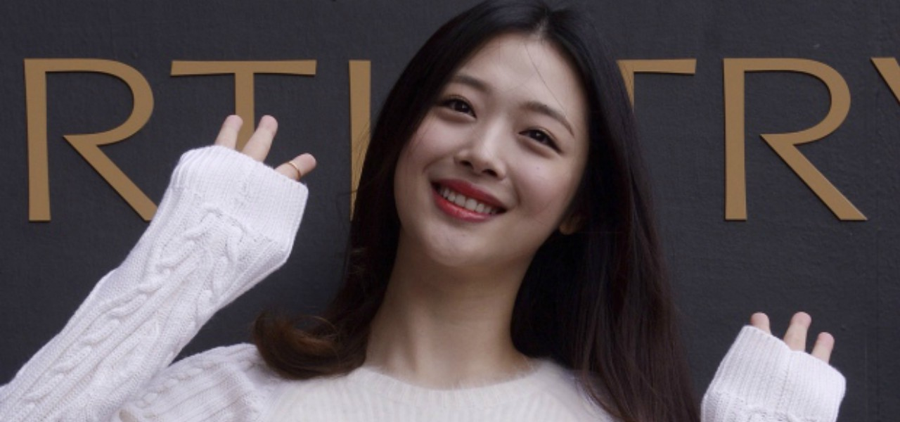 SULLI, MORTA SUICIDA CANTANTE SUDCOREANA/ Star K-pop trovata senza vita a 25 anni