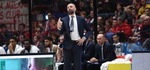 Maurizio Buscaglia sguardo dito basket lapresse 2019 640x300