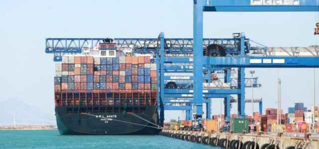 porto container nave commercio 1 lapresse1280 640x300