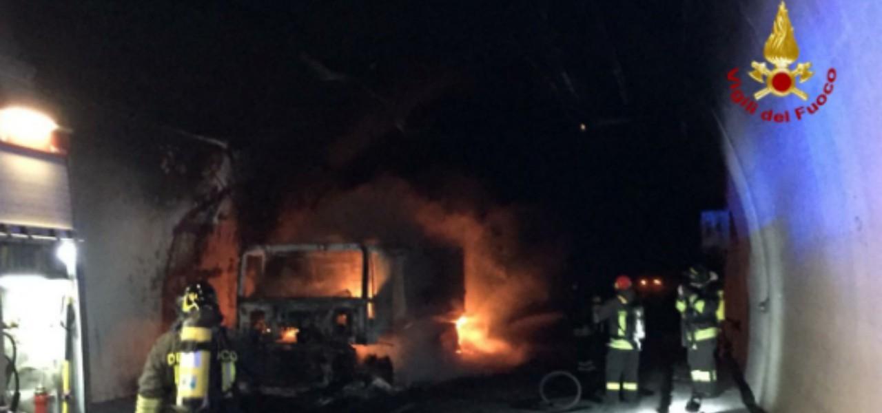 tir incendio galleria a10 2019 vigili del fuoco