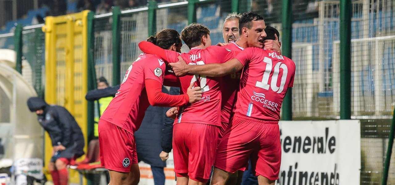Fabio Perna Giana Erminio gol gruppo lapresse 2019