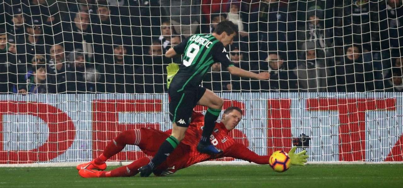 Djuricic Szczesny Sassuolo Juventus lapresse 2019