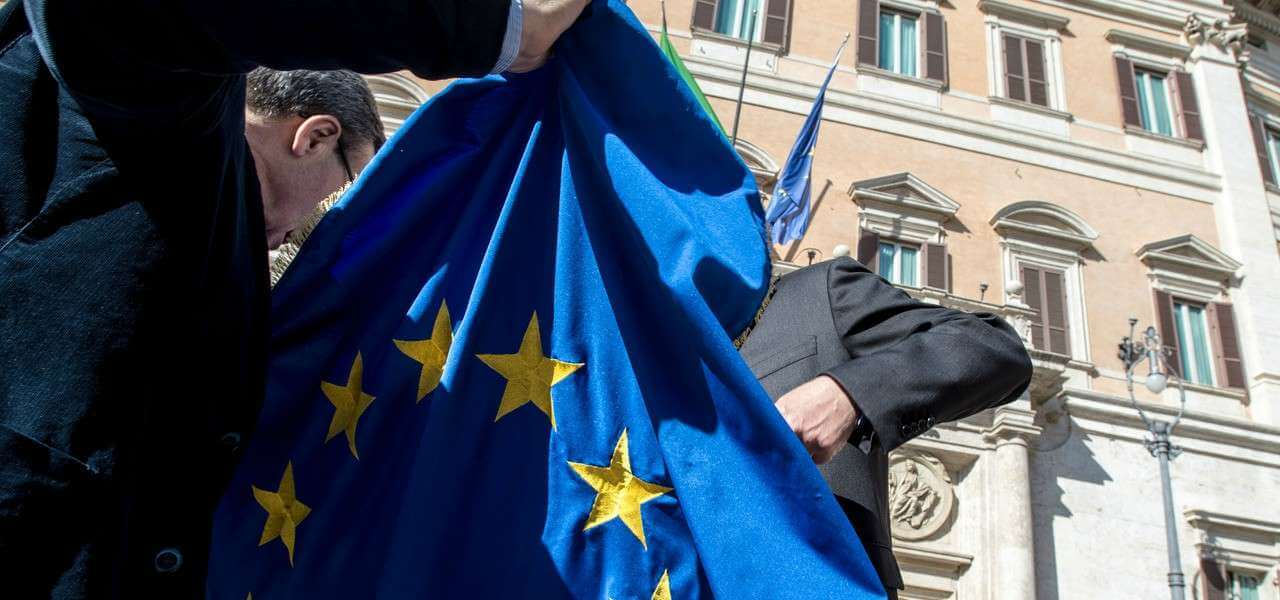 europa bandiera montecitorio pd lapresse1280