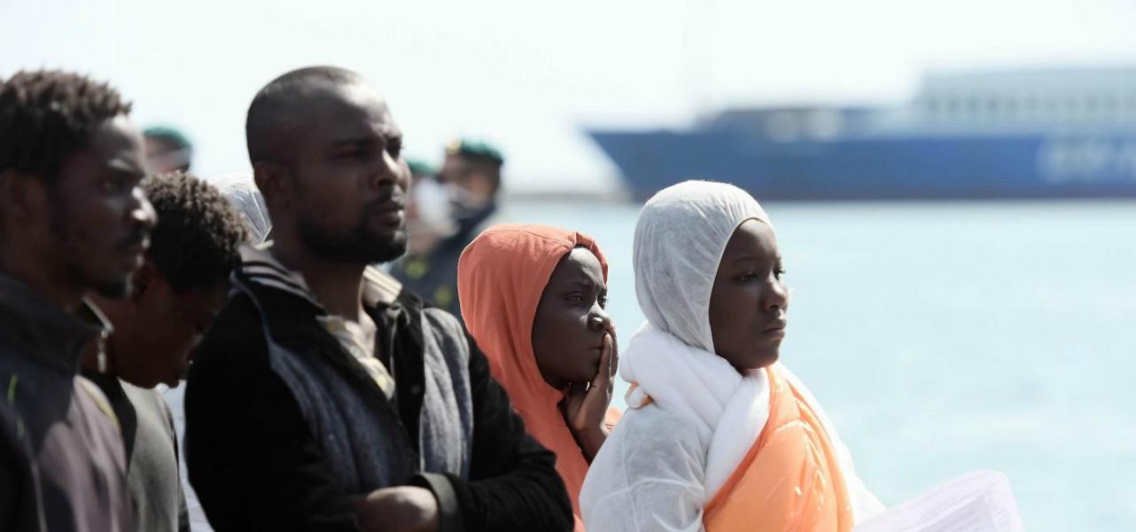 immigrazione migranti porto sbarco 1 lapresse1280