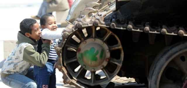 libia guerra bambini carroarmato lapresse1280 640x300