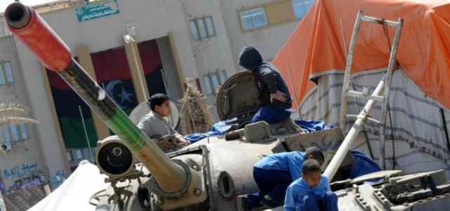 libia guerra bambini carroarmato 2 lapresse1280 640x300