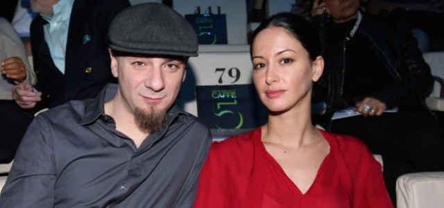 J-Ax in compagnia della moglie Elaina Coker