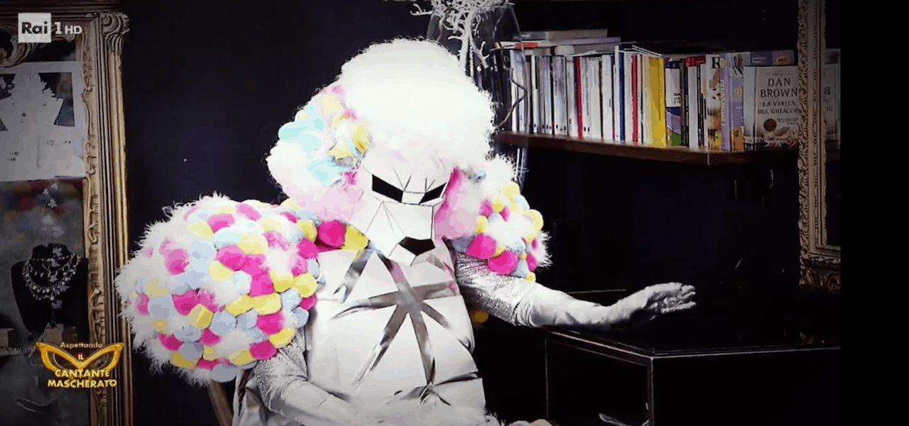barboncino cantante mascherato