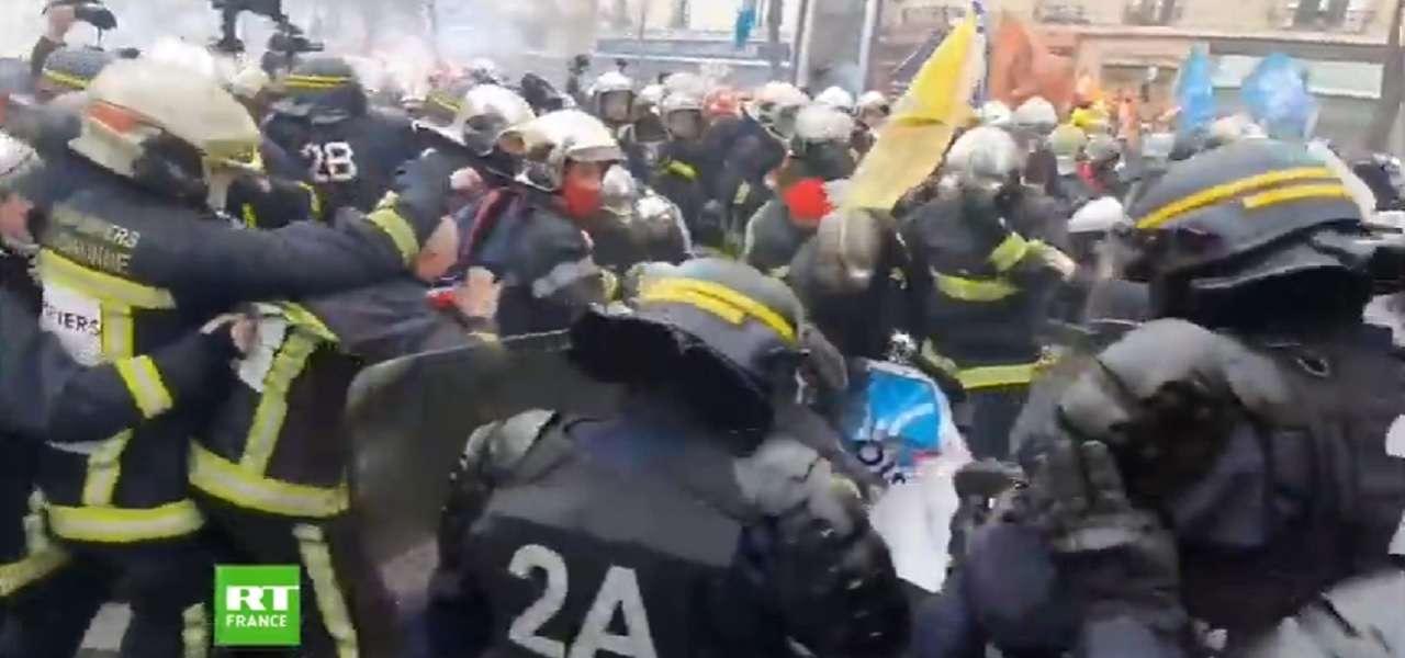 parigi scontri vigili del fuoco polizia