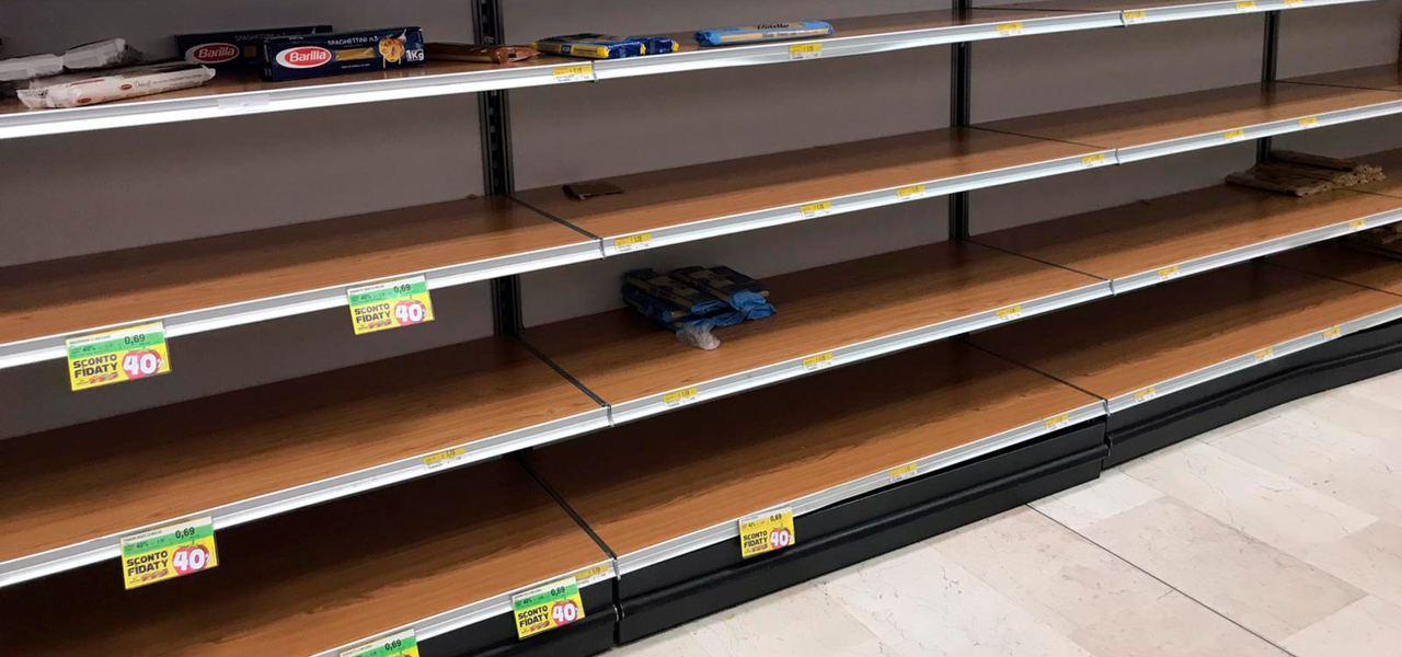 supermercati scaffali vuoti coronavirus lapresse