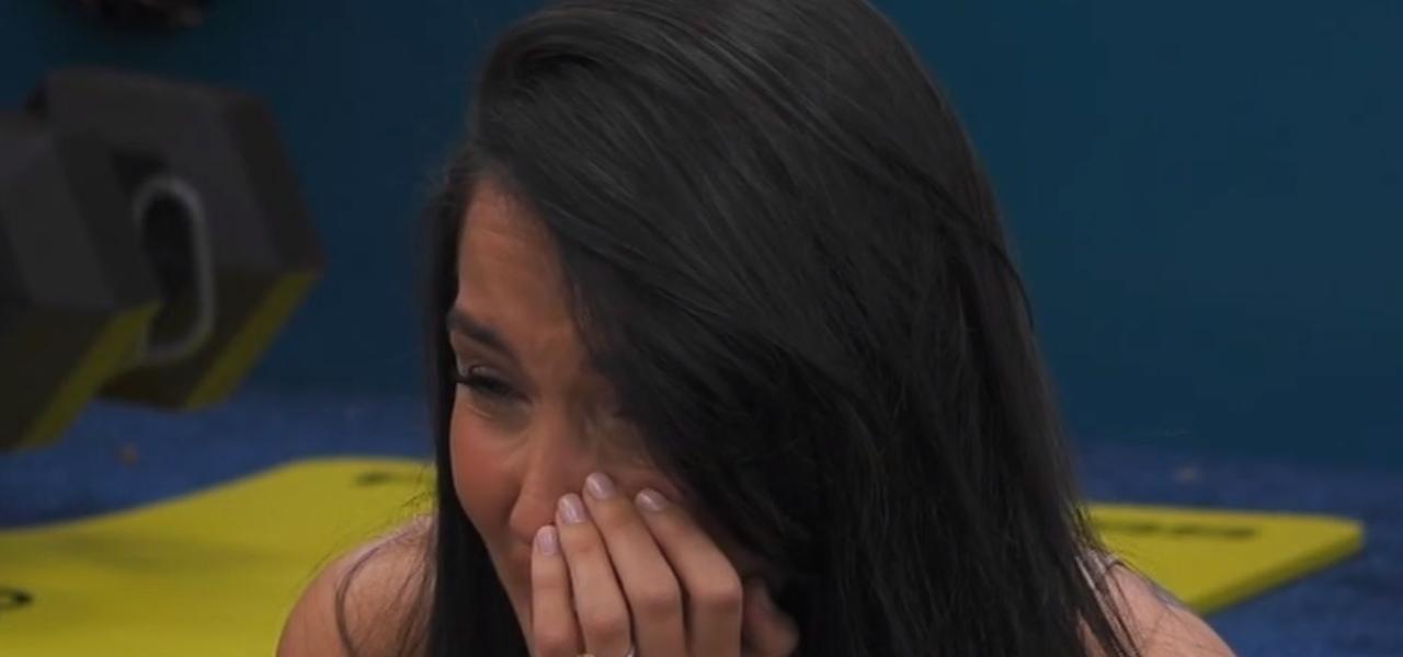 Paola Di Benedetto in lacrime