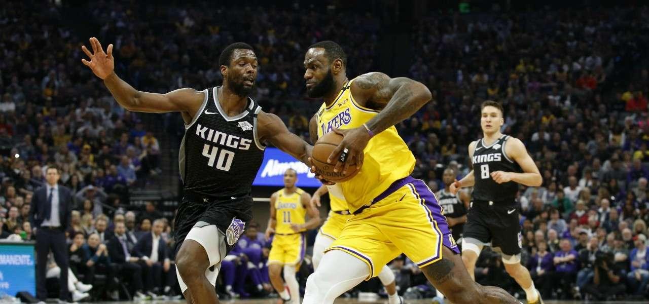 LeBron James Harrison Barnes Lakers Kings NBA lapresse 2020