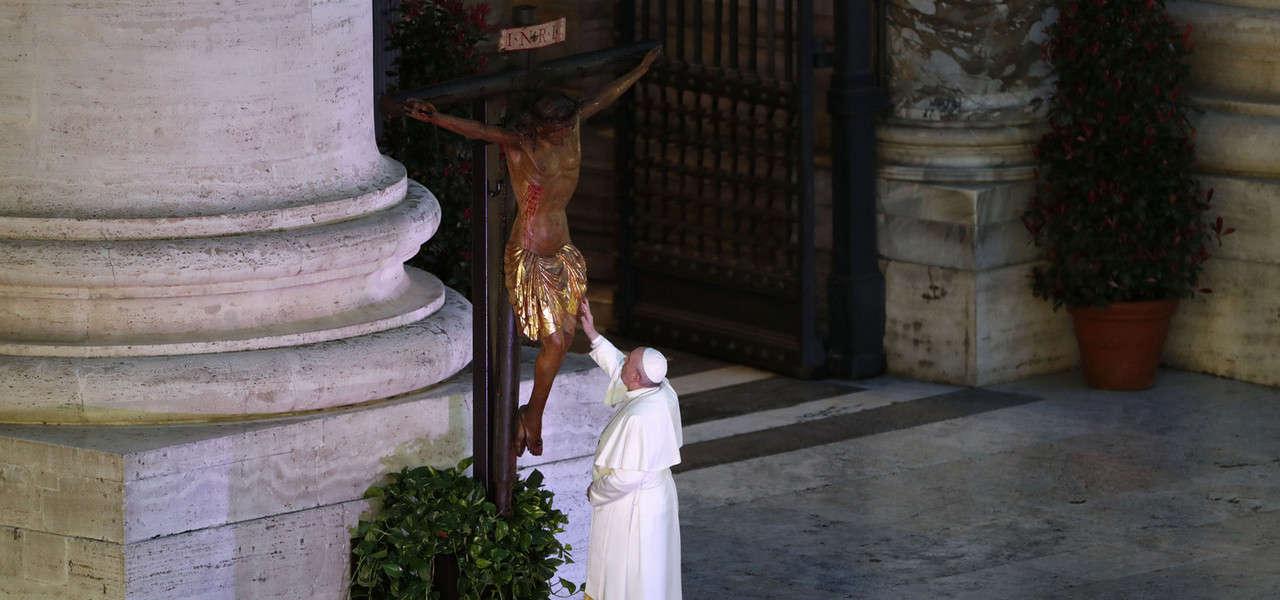Papa Croce SanMarcello Lapresse1280