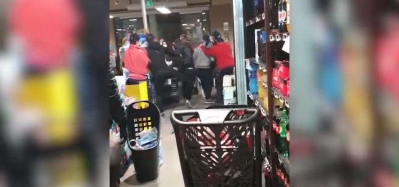 Napoli rissa supermercato