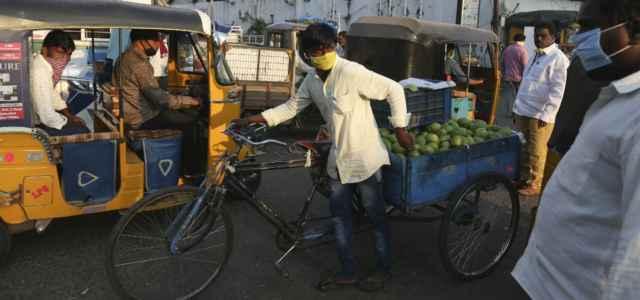 India bicicletta traffico lapresse 2020 640x300