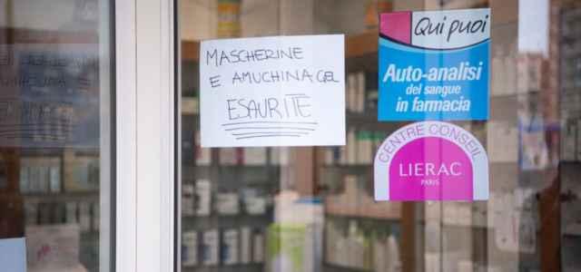 Mascherine in farmacia