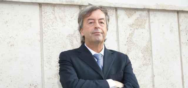 Roberto Burioni braccia conserte lapresse 2020 640x300