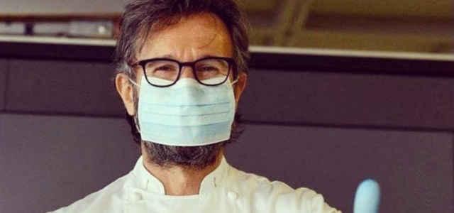 Carlo Cracco con la mascherina