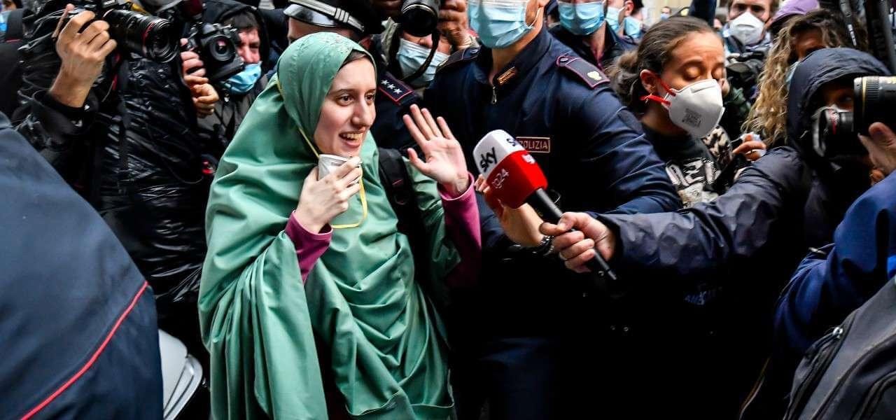 Silvia Romano giornalisti carabinieri lapresse 2020