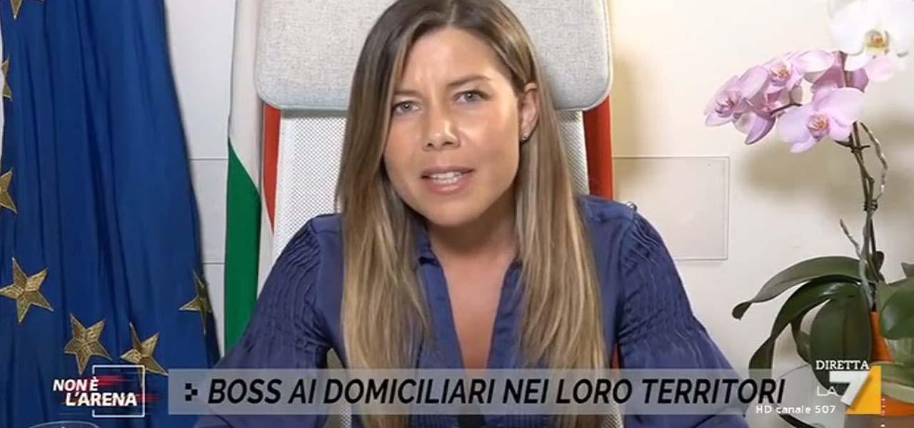 """Alessandra Clemente """"mia madre vittima di camorra""""/ """"Non era lei ..."""