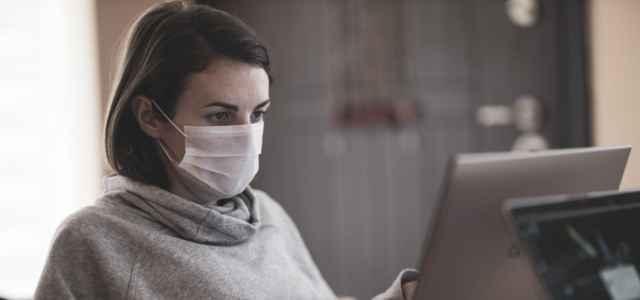 mascherina donna ufficio lavoro pixabay 640x300