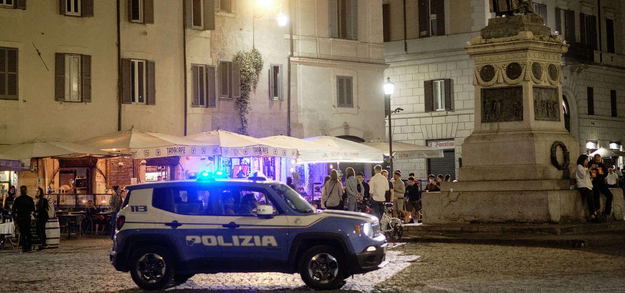 Polizia Campo Fiori Lapresse1280