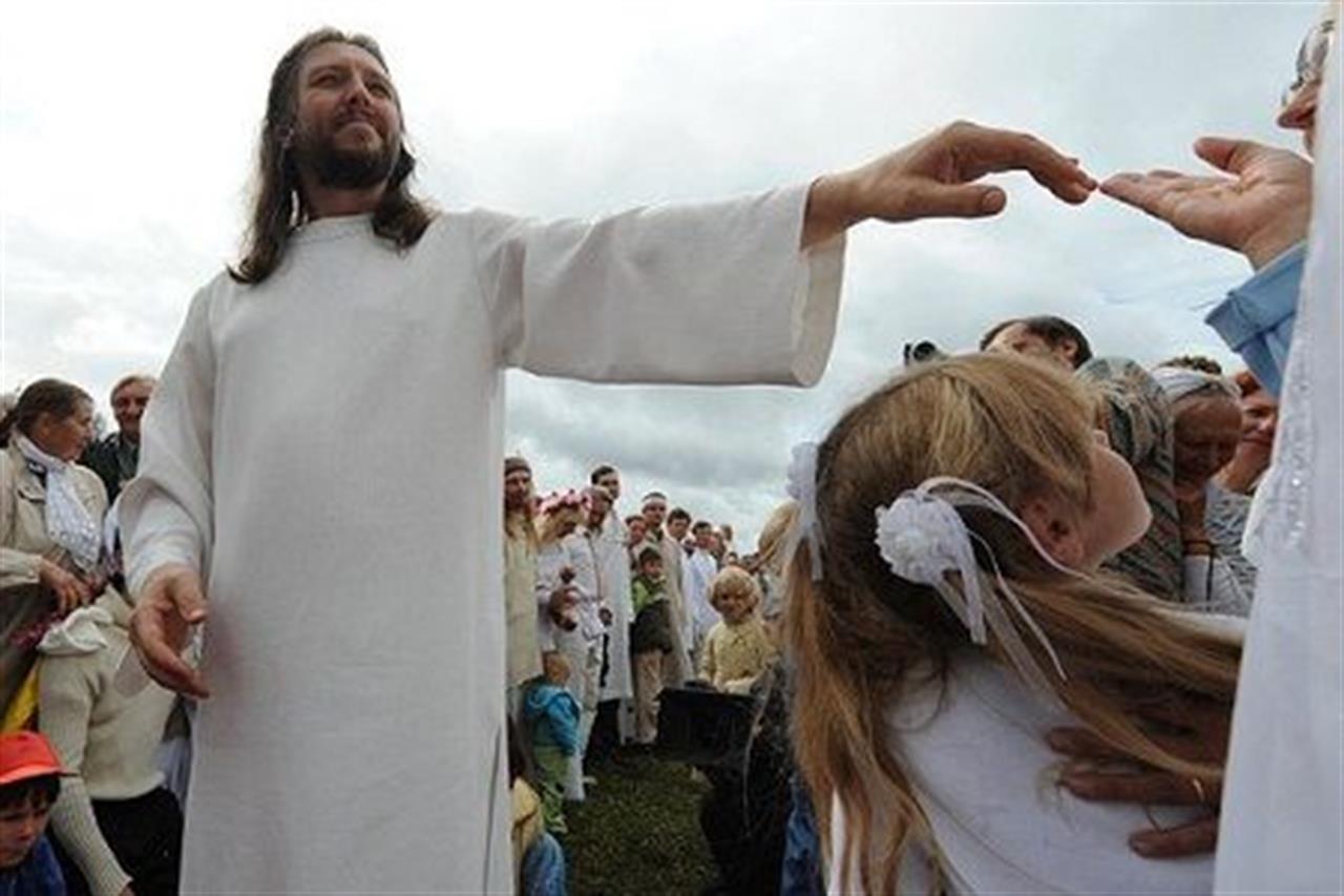 """""""La natura guarisce""""/ Boom di seguaci in Siberia per il """"nuovo Gesù"""": zero contagi"""