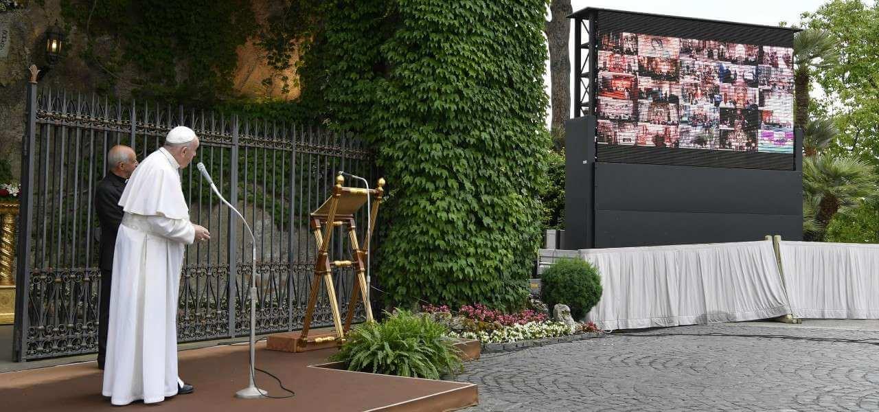 Papa Francesco Grotta Lourdes lapresse 2020