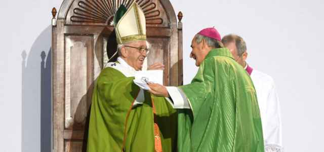 Papa e vescovo Bologna