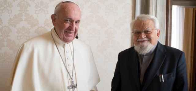 Papa con Enzo Bianchi