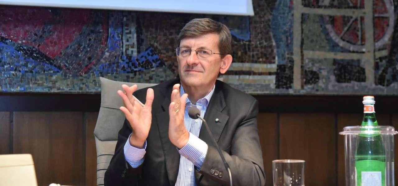 Vittorio Colao applauso lapresse 2020