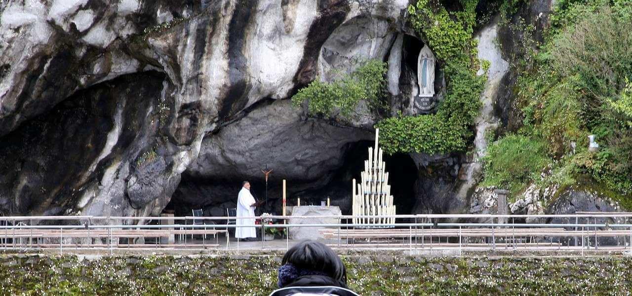 Lourdes grotta lapresse 2020