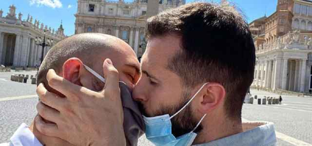 francesco zecchini bacio instagram 640x300
