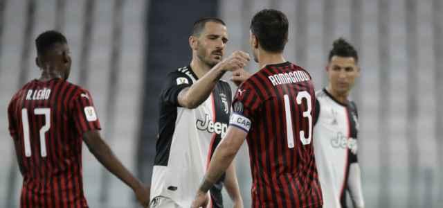 Bonucci Romagnoli saluto Juventus Milan lapresse 2020 640x300