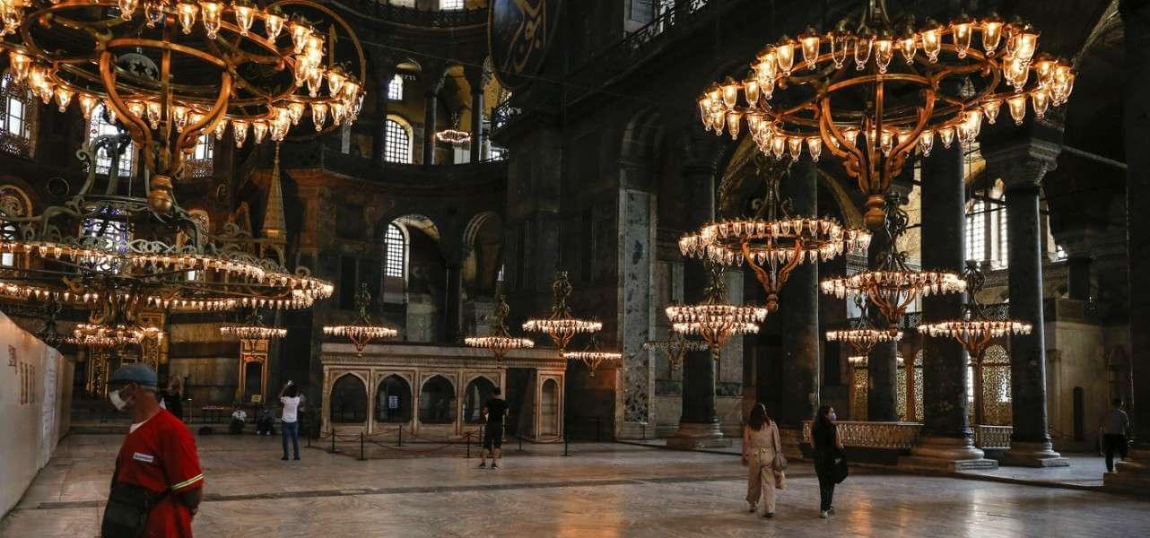 santasofia istanbul chiesa moschea lapresse1280