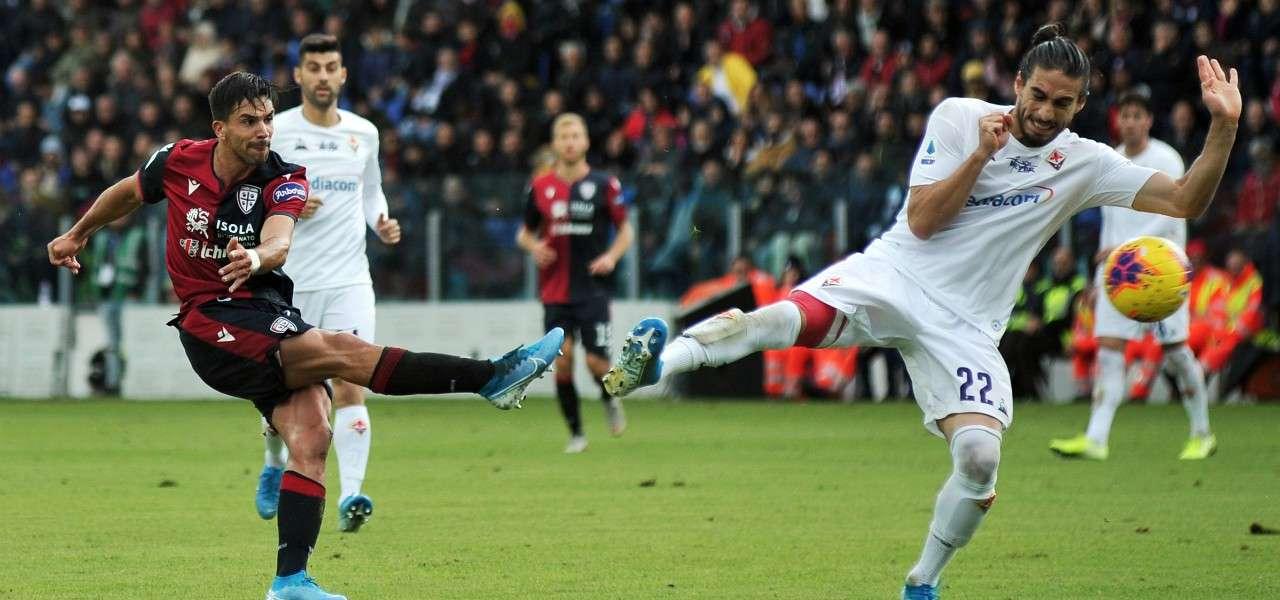 Simeone tiro Caceres Cagliari Fiorentina lapresse 2020