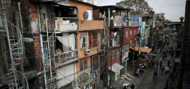 argentina bidonville villamiseria poverta lapresse1280 640x300
