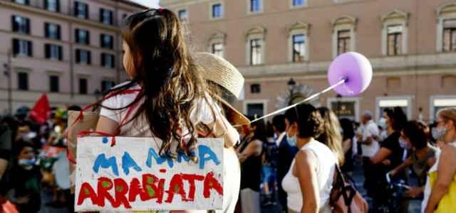 scuola mamma protesta lapresse1280 640x300