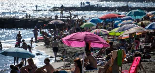 ostia mare spiaggia turismo 1 lapresse1280 640x300