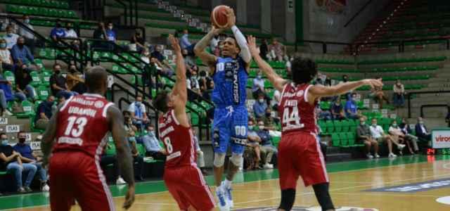 DeWayne Russell Treviso Trieste basket facebook 2020 640x300