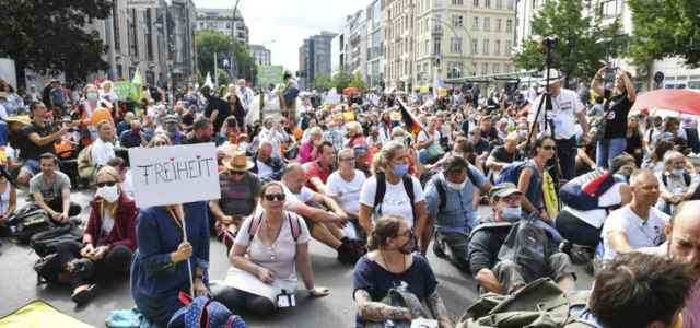 germania protesta 1 covid lapresse1280 640x300