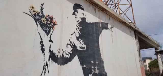 banksy flower thrower yt 640x300