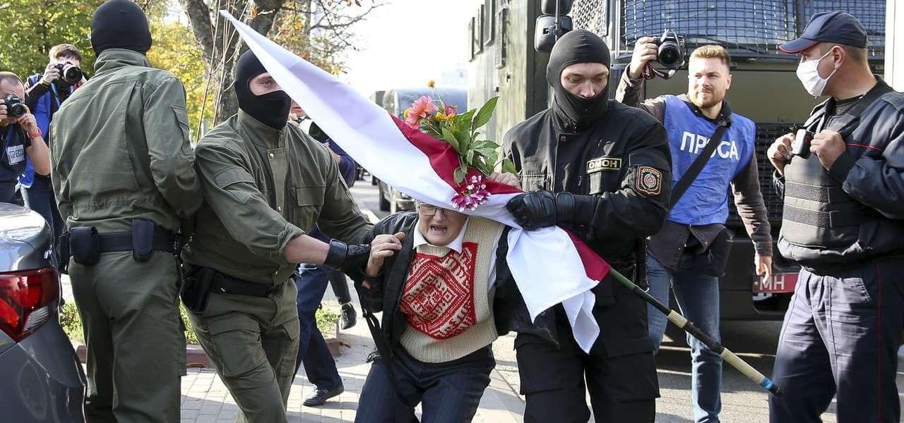 bielorussia protesta ninabahinskaya 1 lapresse1280