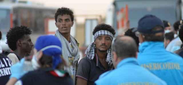 immigrazione migranti porto sbarco 3 lapresse1280 640x300