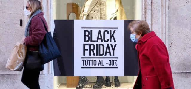 Black Friday Negozio Vetrina Lapresse1280 640x300