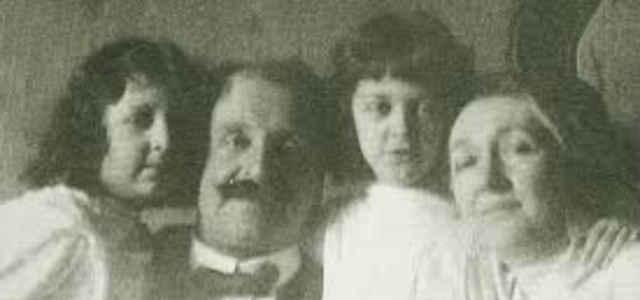 Rita Levi-Montalcini da piccola in compagnia dei genitori e della sorella Paola