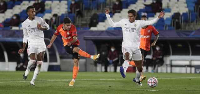 Solomon Varane tiro Real Madrid Shakhtar lapresse 2020 640x300