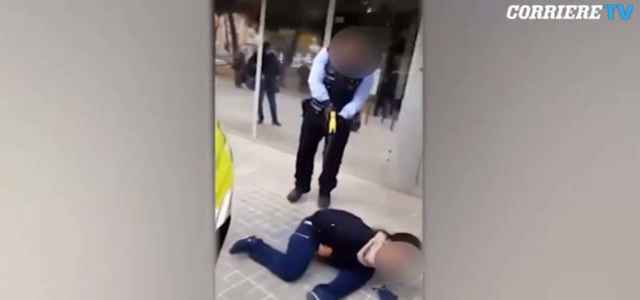 polizia taser video corriere 640x300