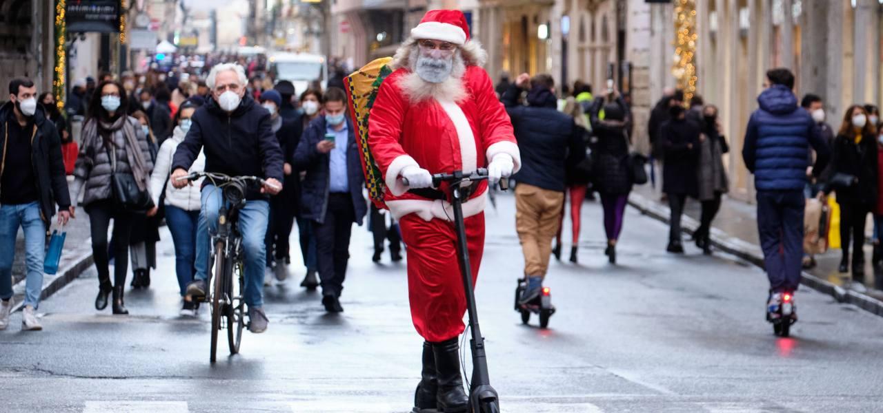 Babbo Natale Wikipedia.December Global Holidays Tradizione Del Christkind Gesu Bambino O Un Suo Aiutante